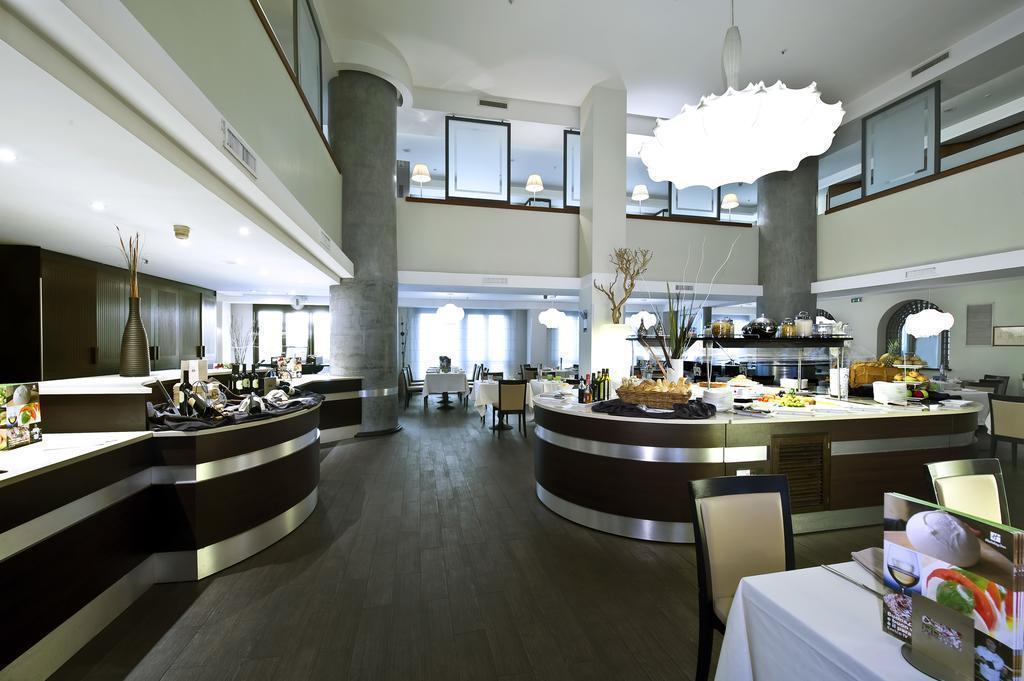 Holiday Inn Naples Неаполь