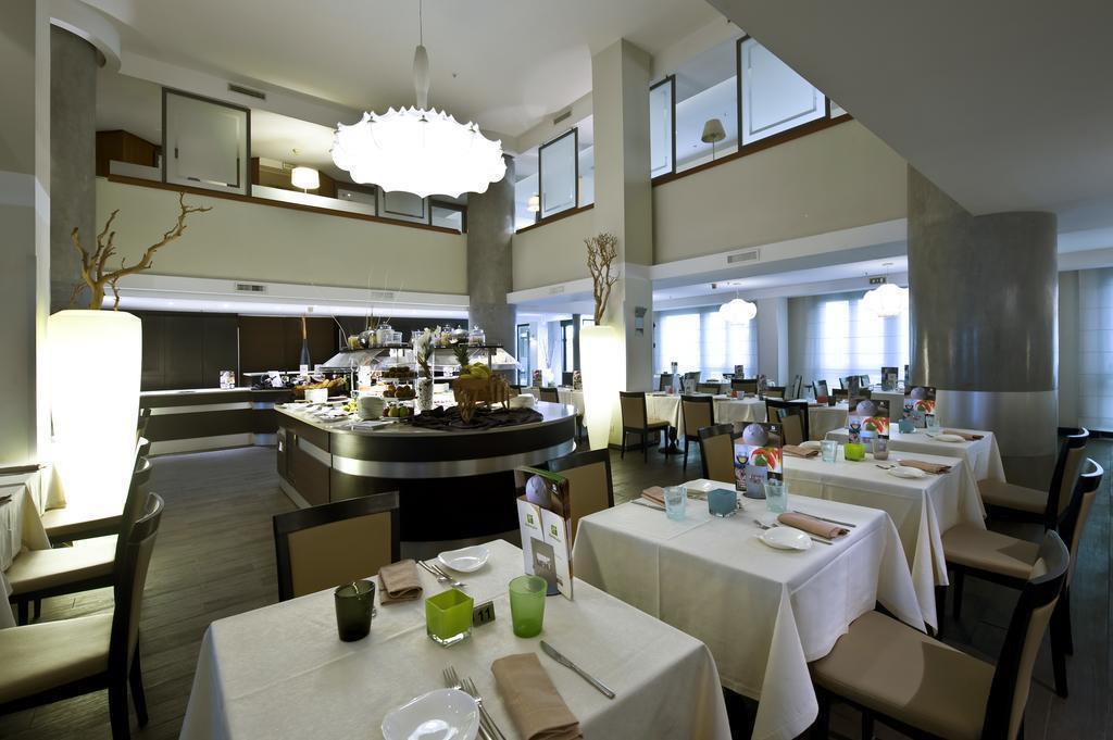 Фото Holiday Inn Naples Италия Неаполь