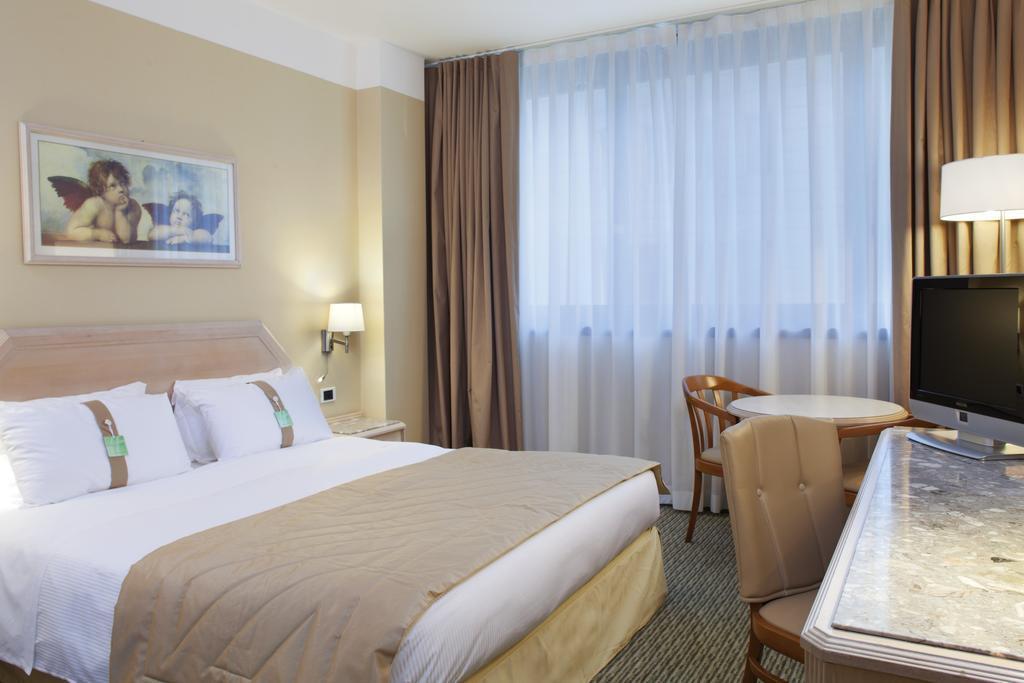 Отель Holiday Inn Naples Италия Неаполь
