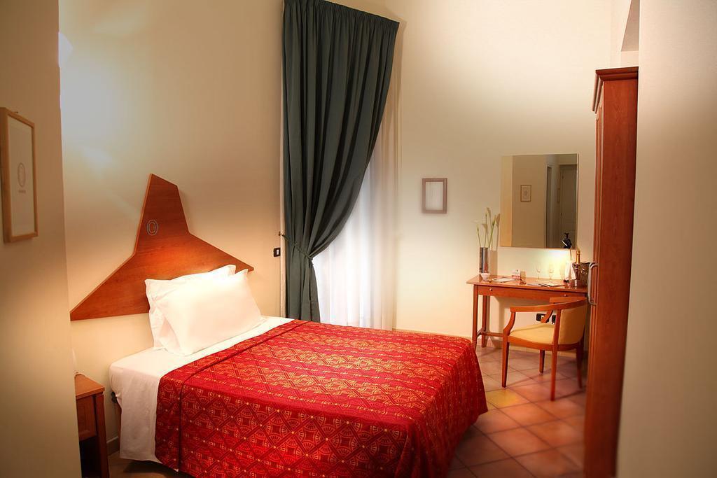 Отель Caravaggio Hotel Неаполь