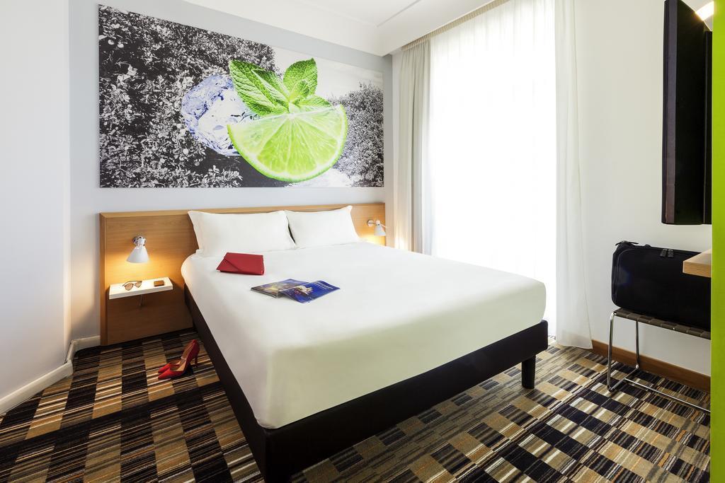 Фото Hotel Ibis Styles Napoli Garibaldi