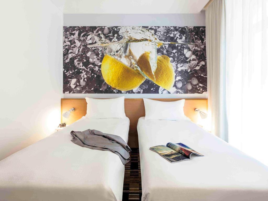 Отель Hotel Ibis Styles Napoli Garibaldi Неаполь