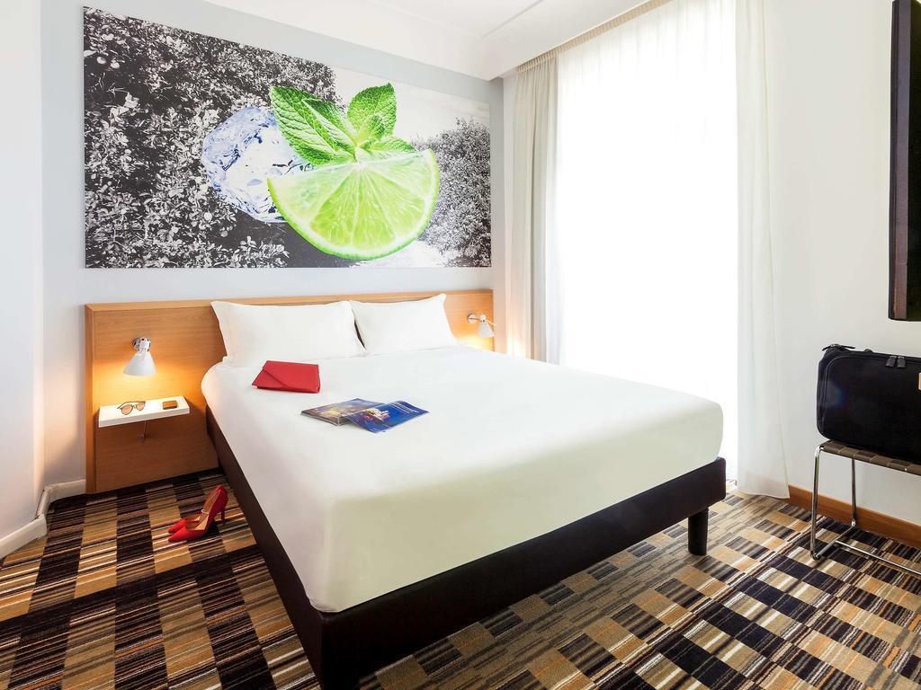 Фото Hotel Ibis Styles Napoli Garibaldi Неаполь