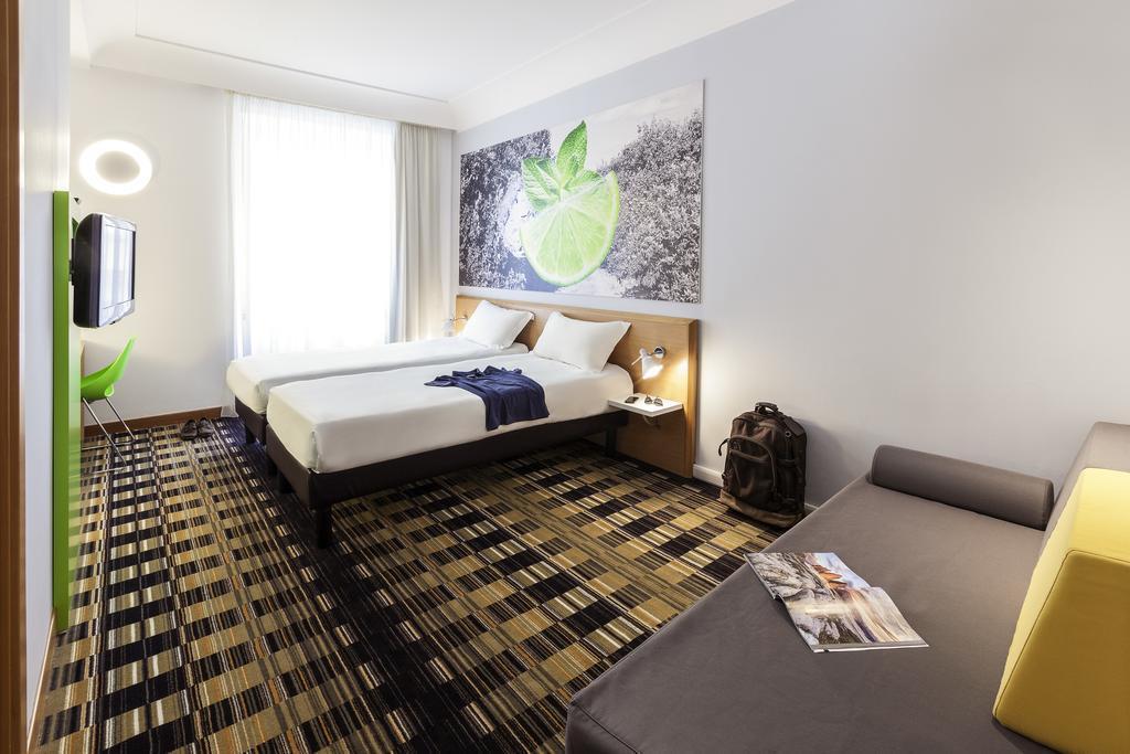 Фото Hotel Ibis Styles Napoli Garibaldi Италия