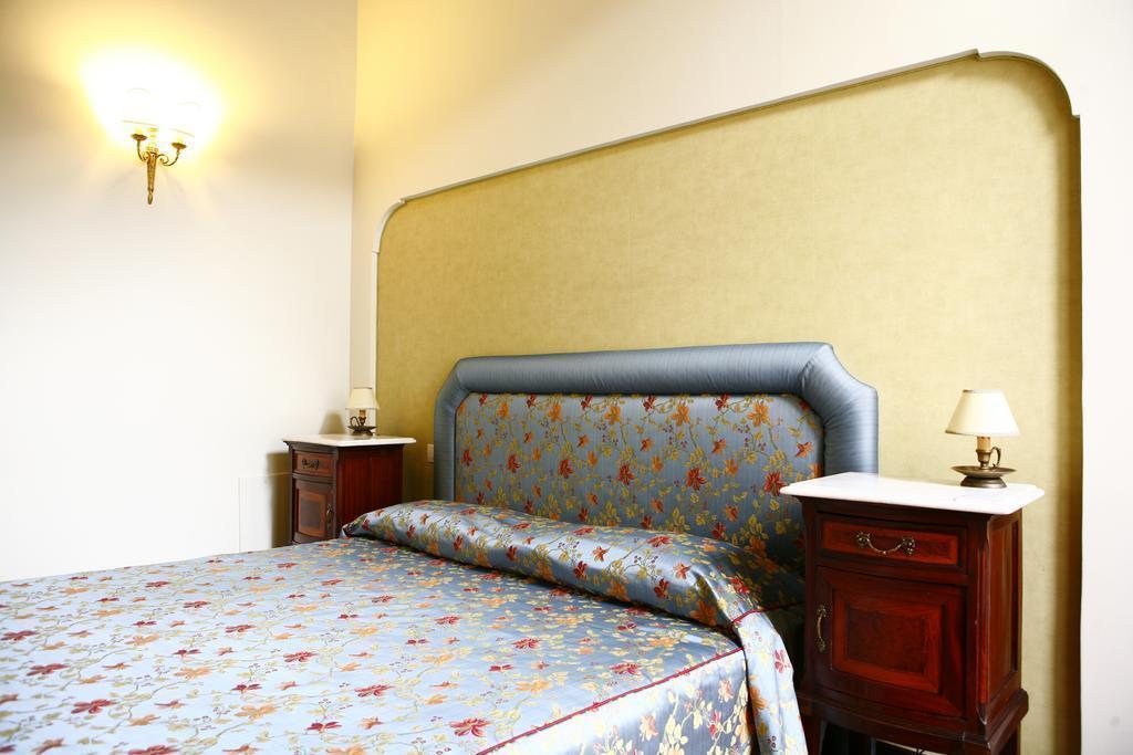 Фото Decumani Hotel De Charme Неаполь