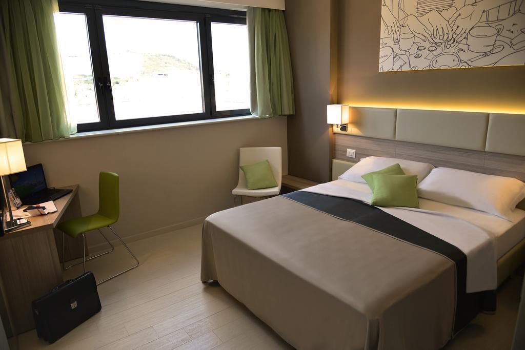 Отель Regina Cristina Неаполь