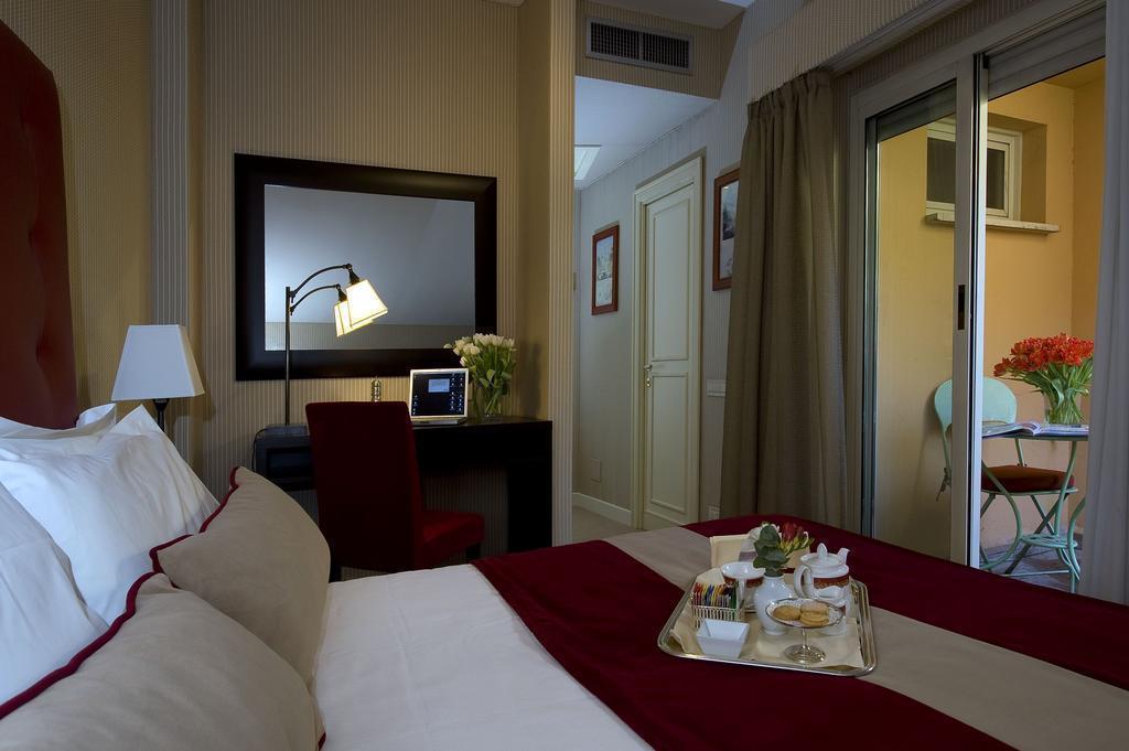 Отель Dei Borgognoni Рим