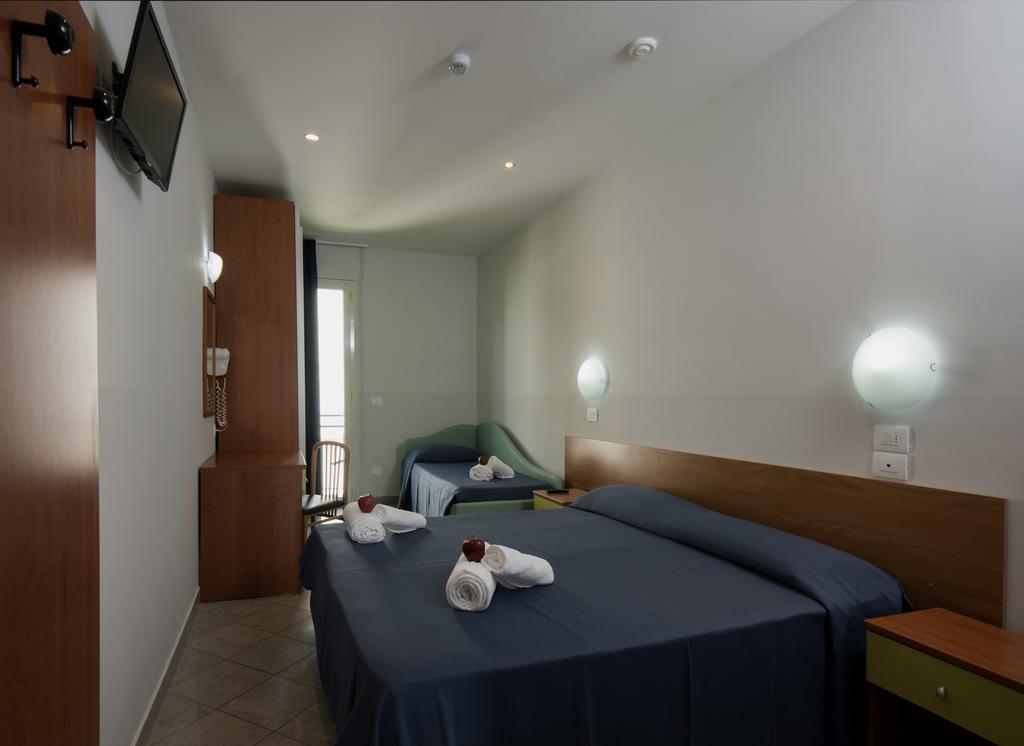 Фото Hotel Scarlet Римини
