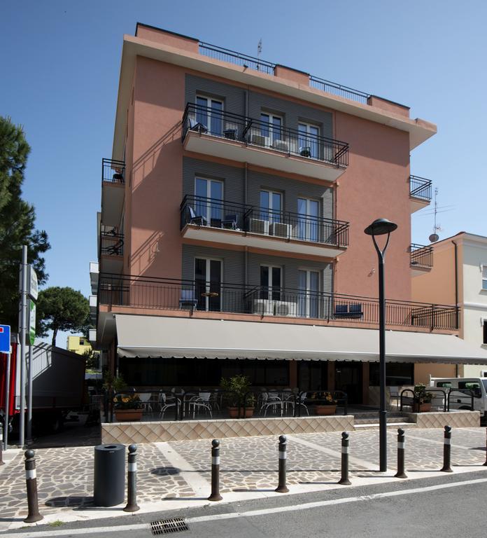 Фото Hotel Scarlet Италия Римини