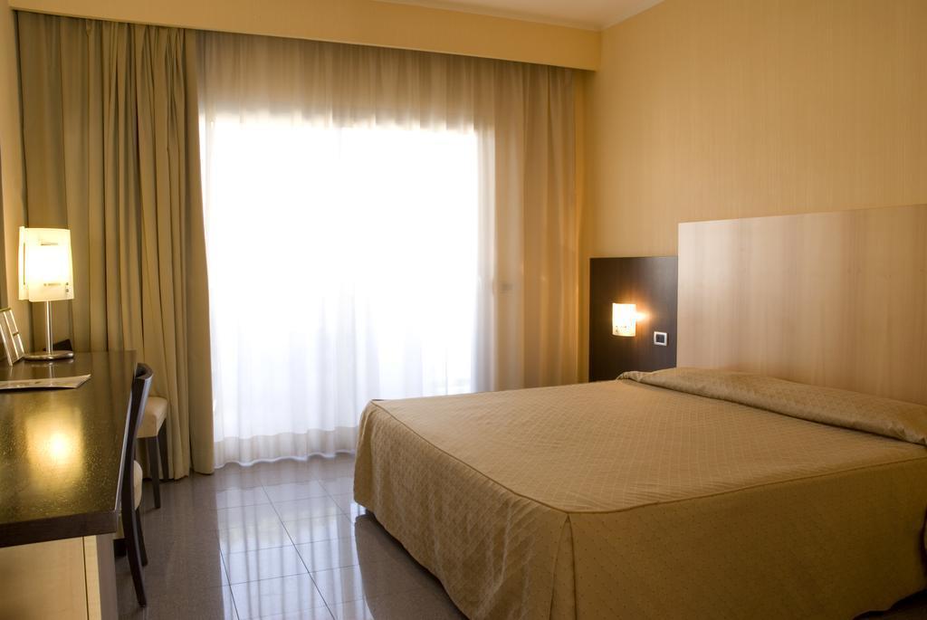 Отель Mediterraneo Террачина