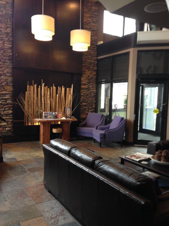 Фото The Hotel On Pownal Банфф