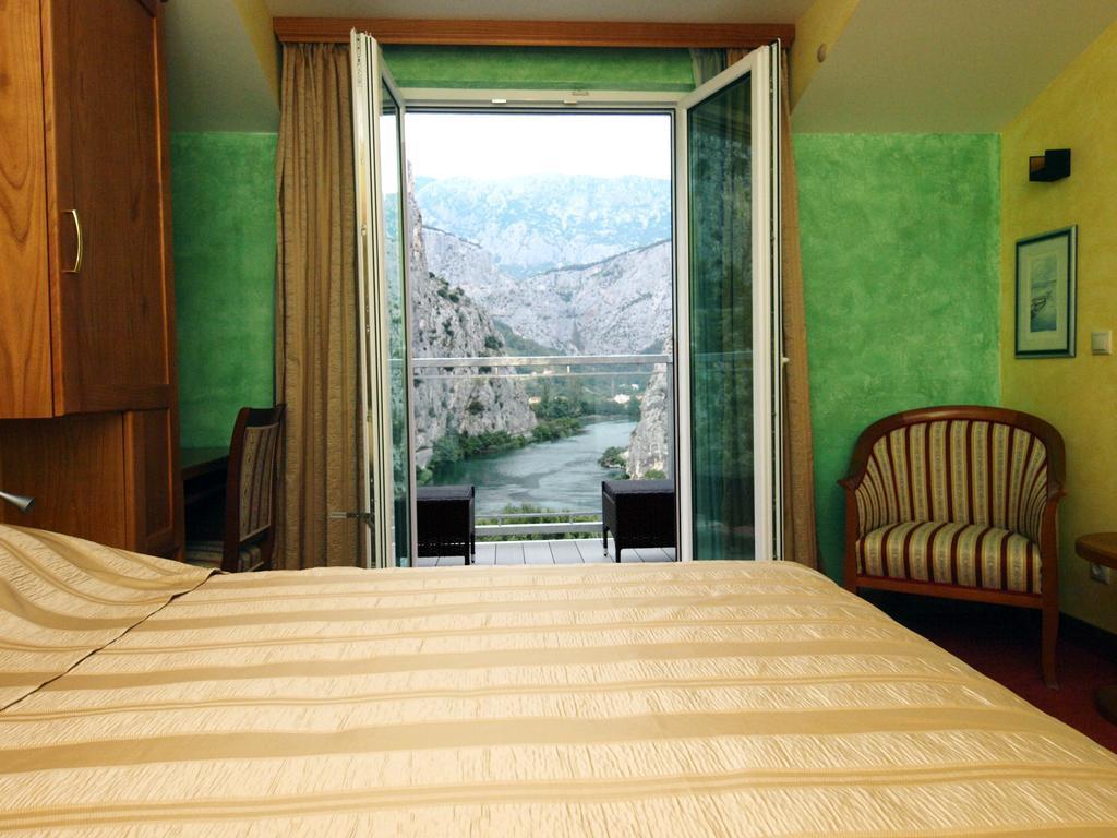Villa Dvor Hotel Омиш Pивьера