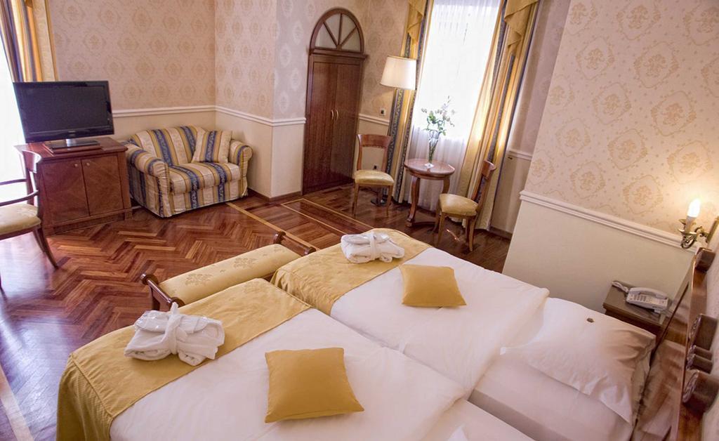Фото Sveti Jakov Hotel Хорватия