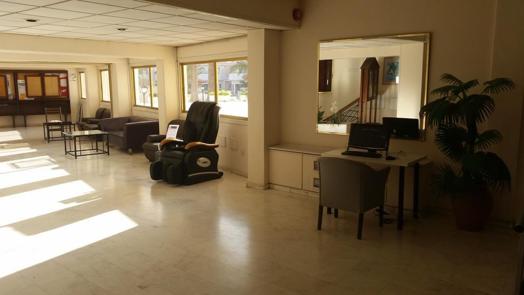 Отель Crown Resorts Henipa Кипр Ларнака