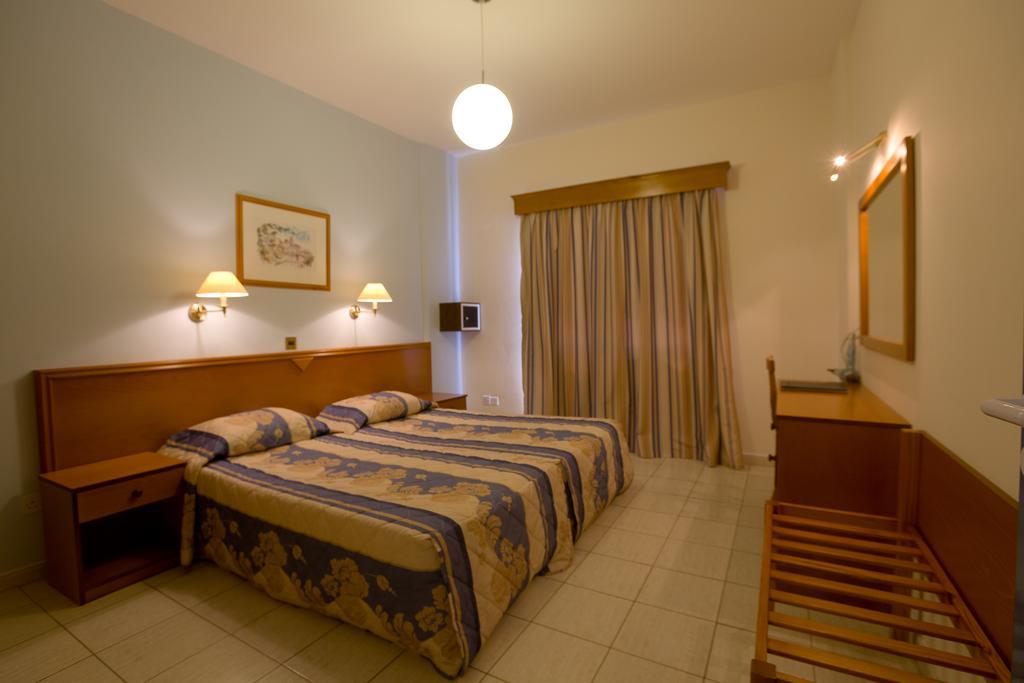 Отель Damon Hotel Apts Cat. A Кипр Пафос
