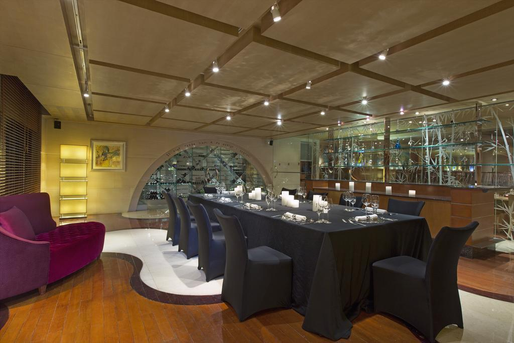 Фото The Westin Bund Center Shanghai