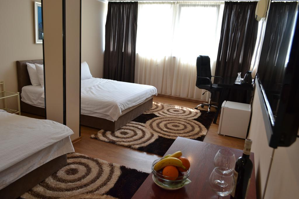 Фото Super 8 Hotel Македония Скопье