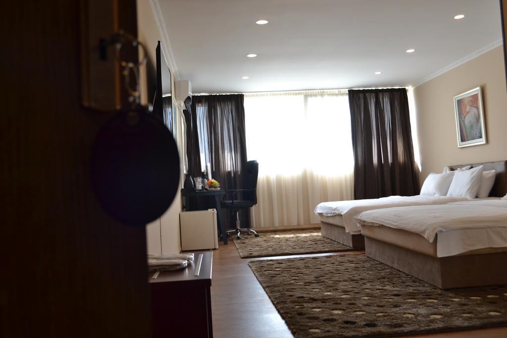 Super 8 Hotel Скопье