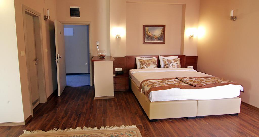 Отель Vlaho Hotel Скопье