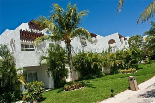 Отель Sunset Marina Resort & Yacht Club Канкун