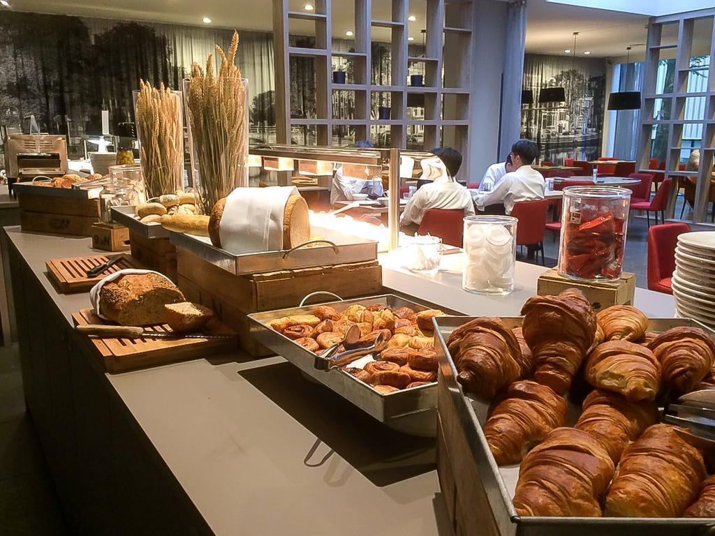Отель Dorint Airport Hotel Amsterdam Амстердам