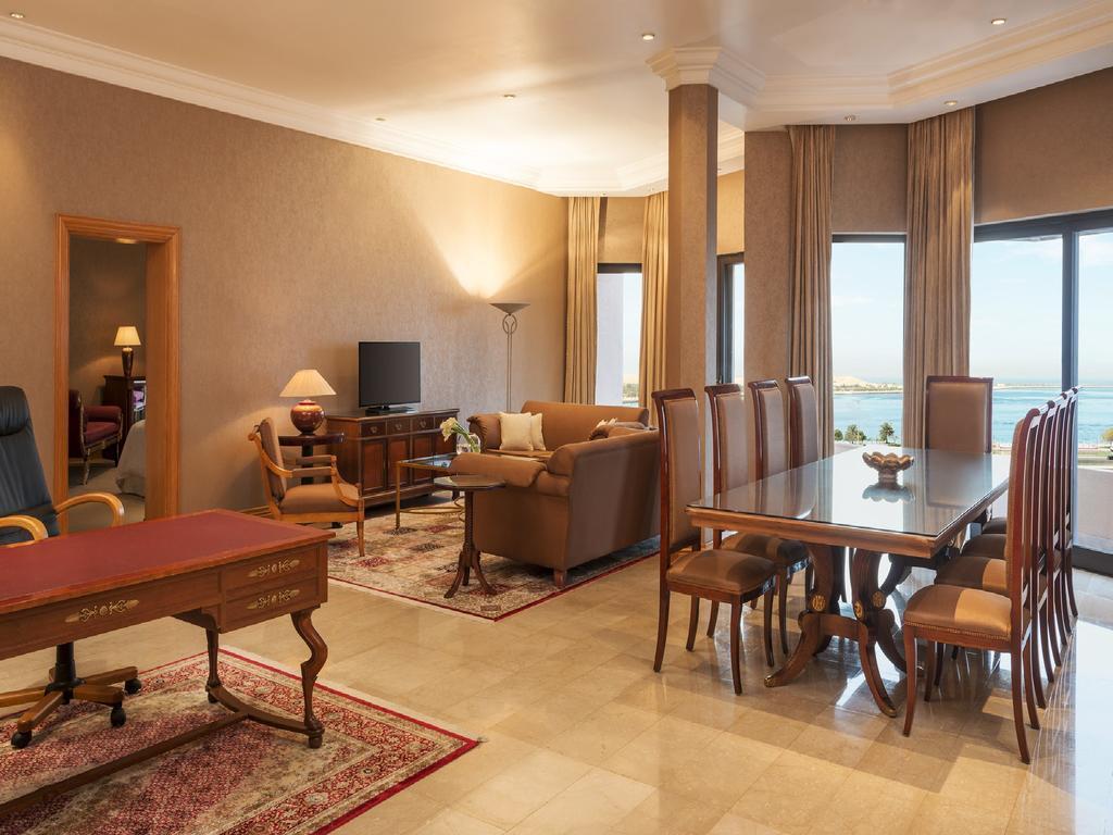 Отель Sheraton Abu Dhabi Resort & Towers Абу-Даби