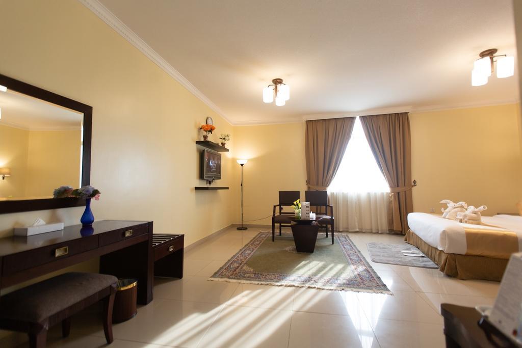 Фото Crowne Palace Hotel Ajman ОАЭ Аджман