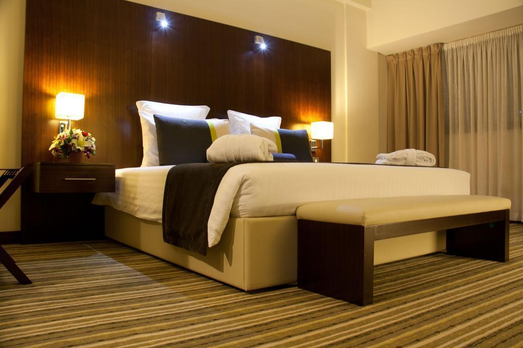 Отель Avari Dubai Hotel Дубай