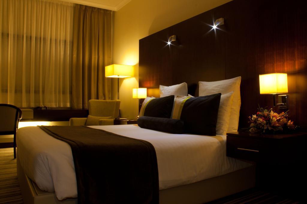 Фото Avari Dubai Hotel