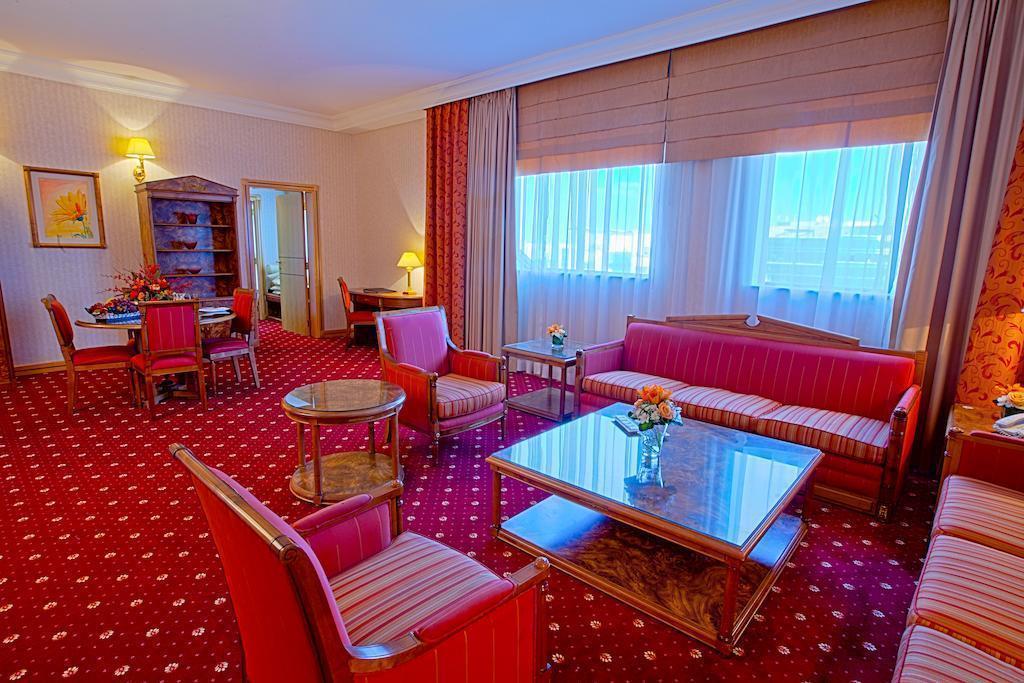 Фото Capitol Hotel 4*