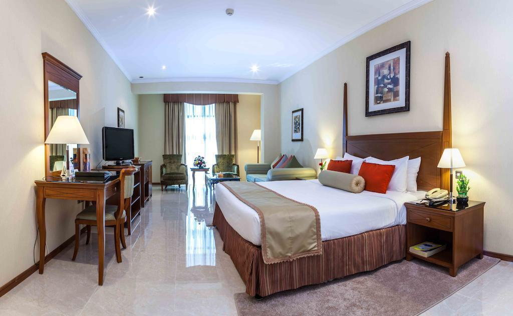 Фото The Country Club Hotel 4*