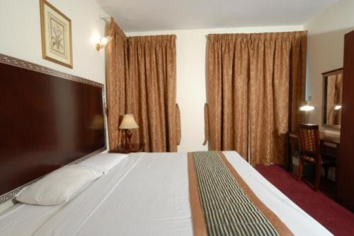 Фото Royal Plaza Hotel Apartments ОАЭ Дубай