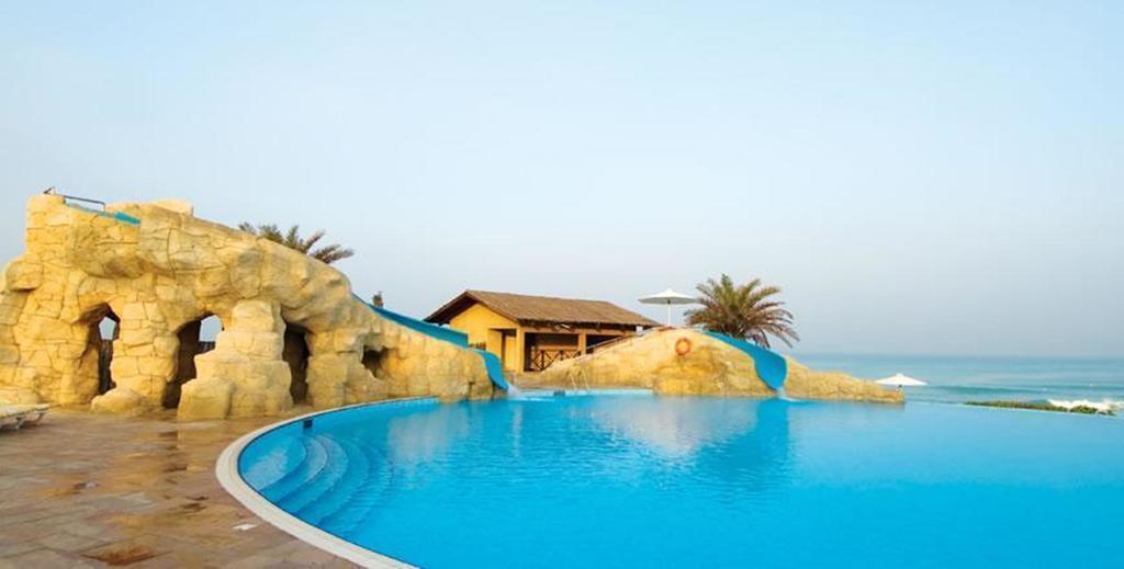 Отель Coral Beach Resort Шарджа