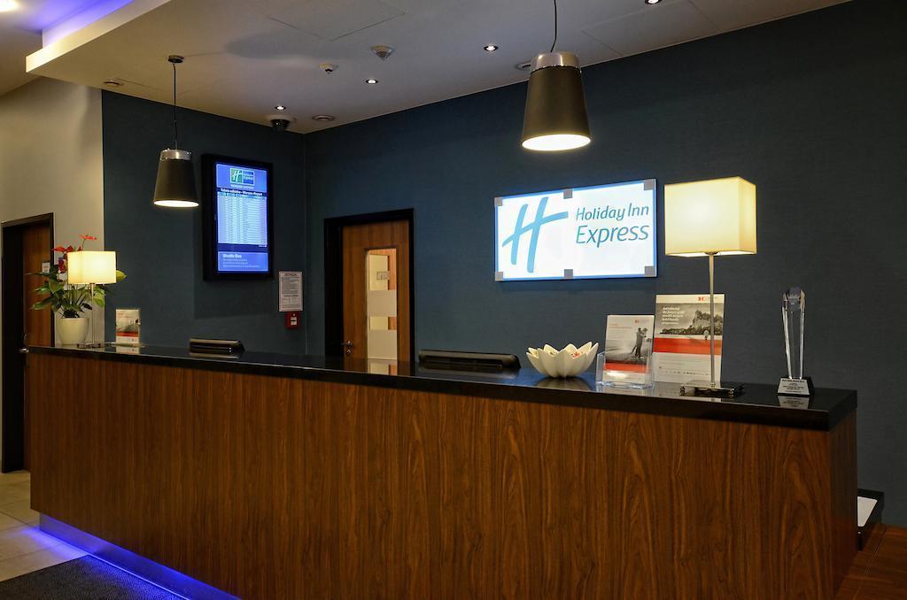 Отель Holiday Inn Express Warsaw Airport Варшава