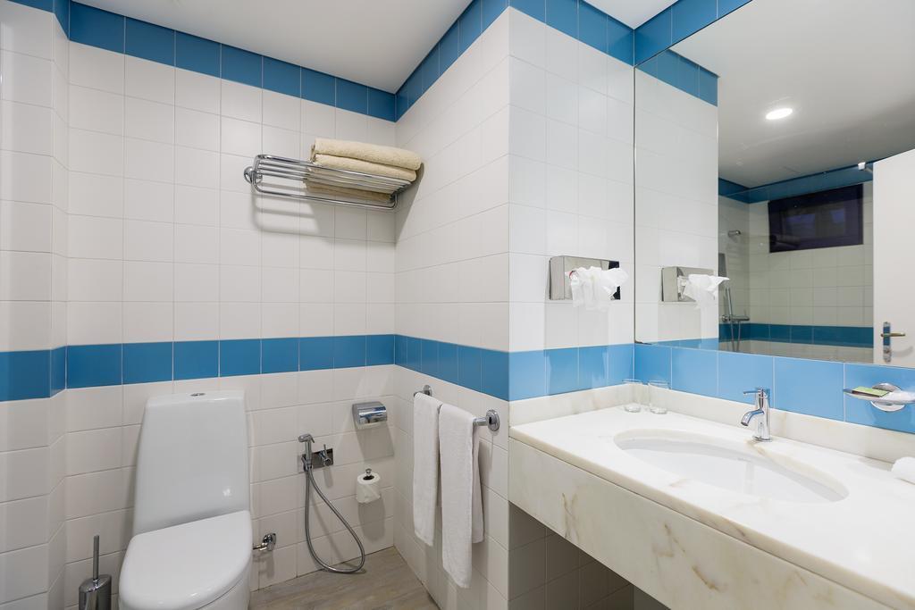 Отель Terrace Mar Suite Hotel Фуншал
