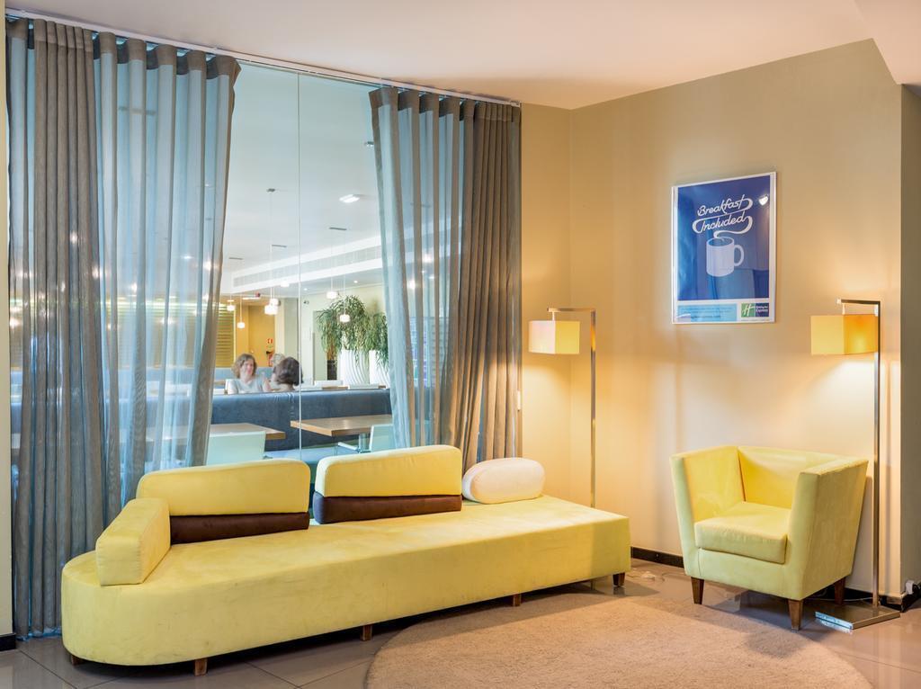Отель Holiday Inn Express Lisbon Airport Лиссабон