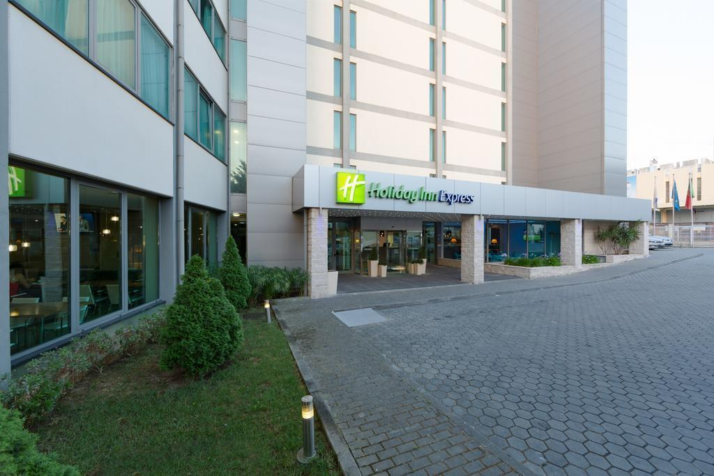 Отель Holiday Inn Express Lisbon Airport Португалия Лиссабон