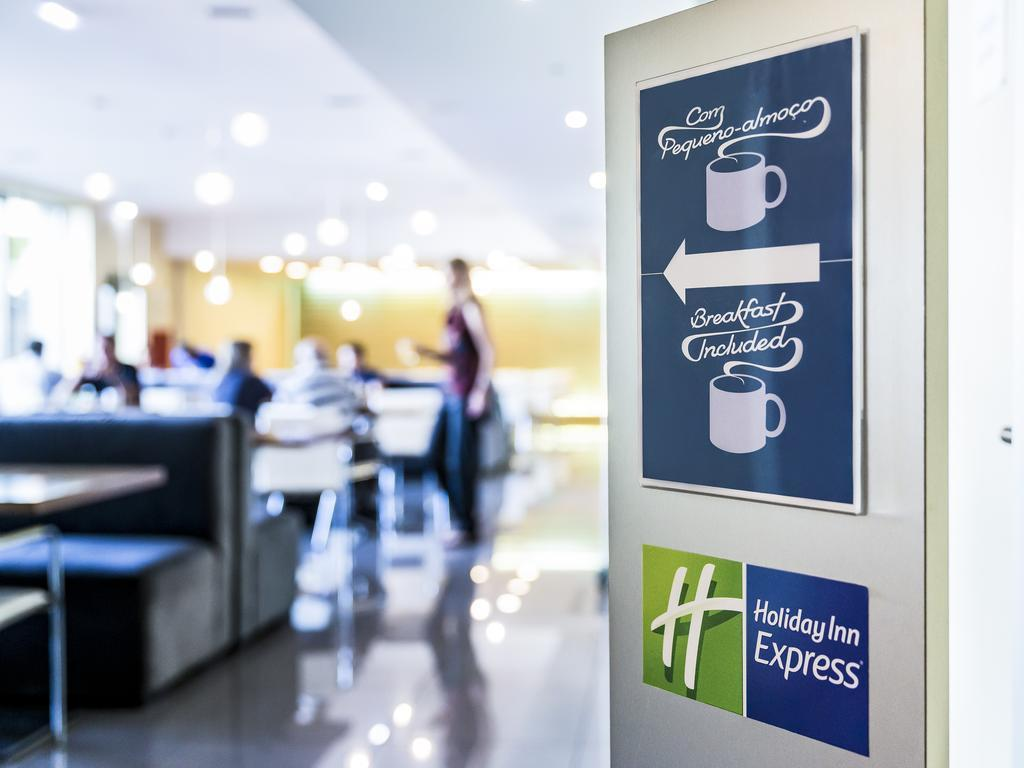 Фото Holiday Inn Express Lisbon Airport Португалия Лиссабон