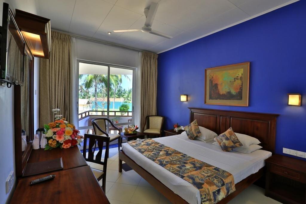 Фото Hibiscus Beach Hotel 3*