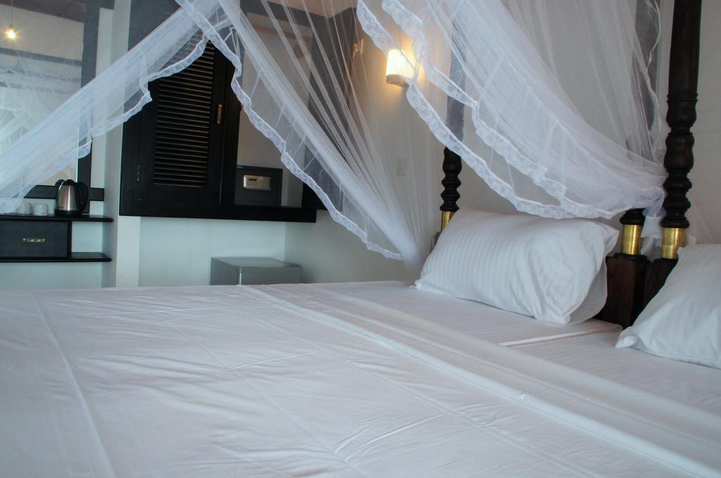 Отель Ritas Hotel Хиккадува