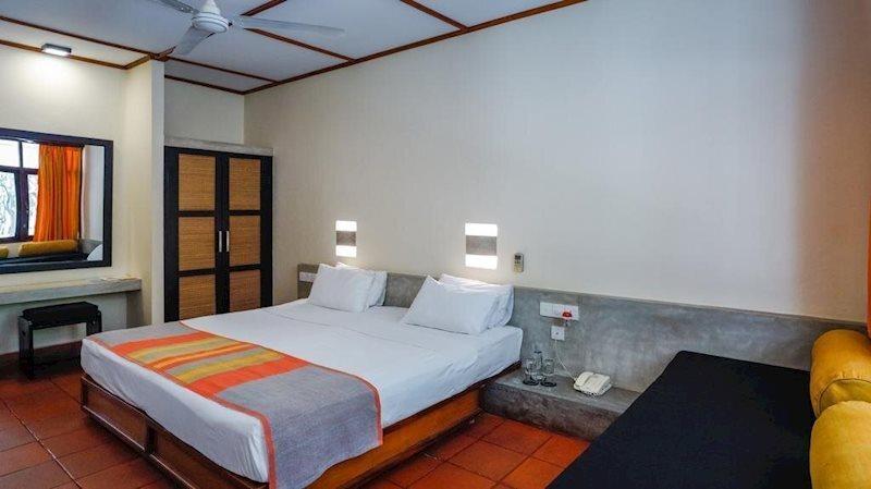 Фото Nilaveli Beach Hotel 3*