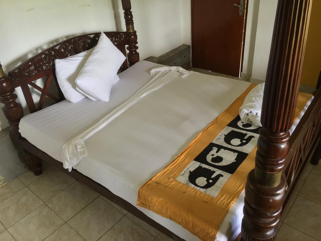 Saffron Hotel Унаватуна