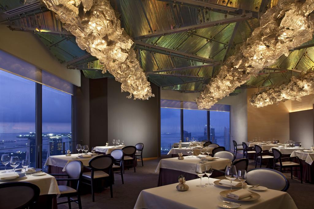 Фото Swissotel The Stamford Сингапур