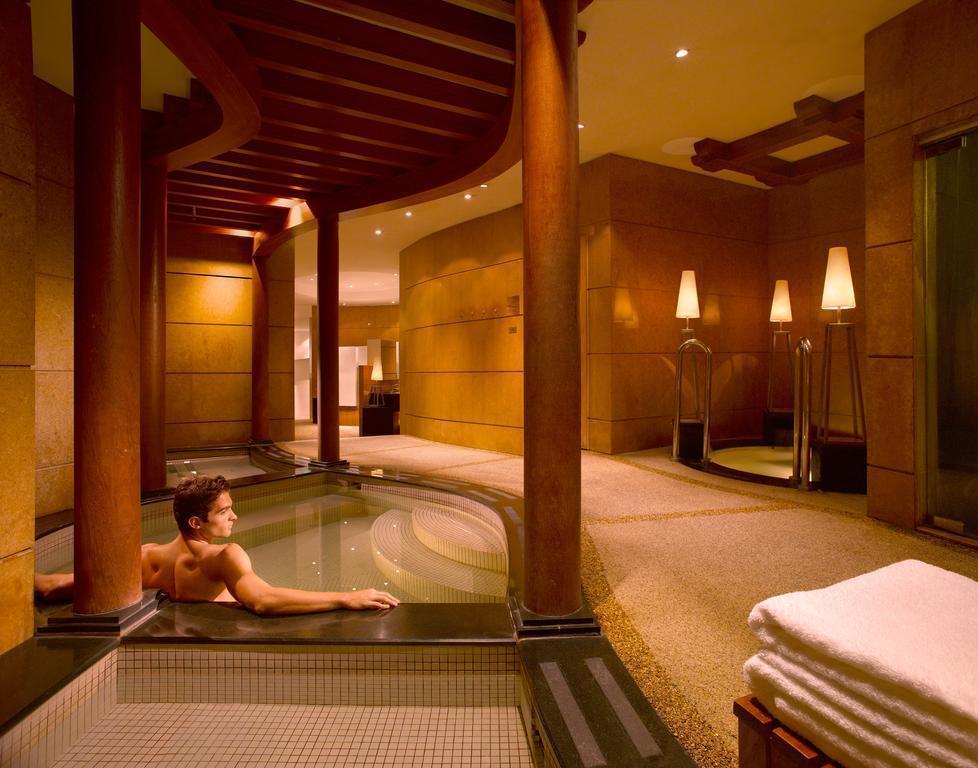 Отель Swissotel The Stamford Сингапур