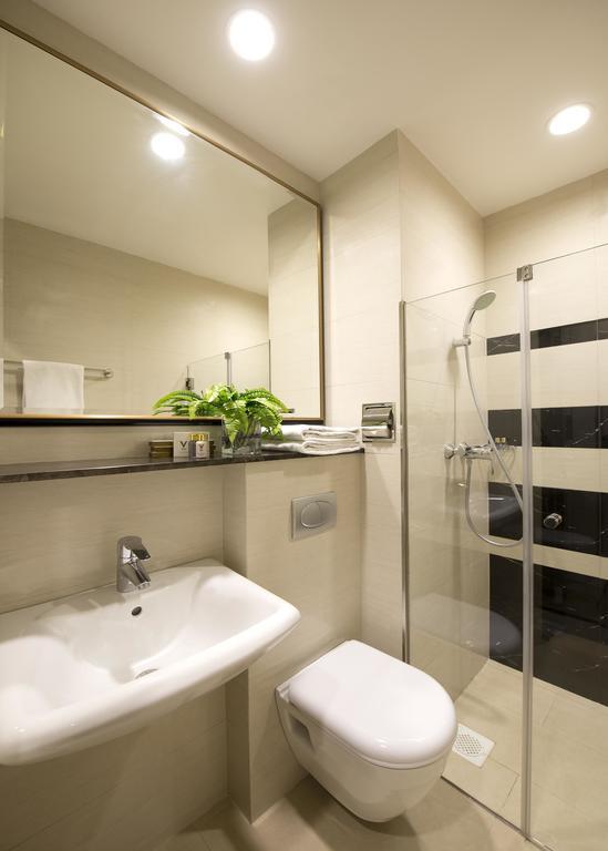 V Hotel Bencoolen Сингапур