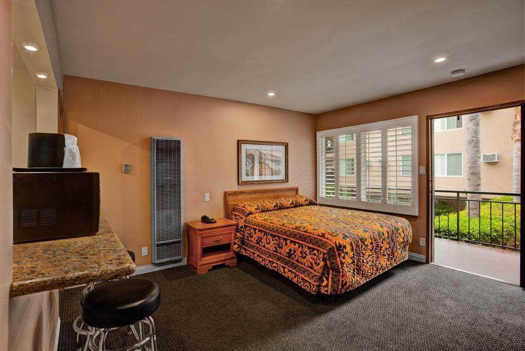 Отель Dunes Inn Wilshire Лос-Анджелес