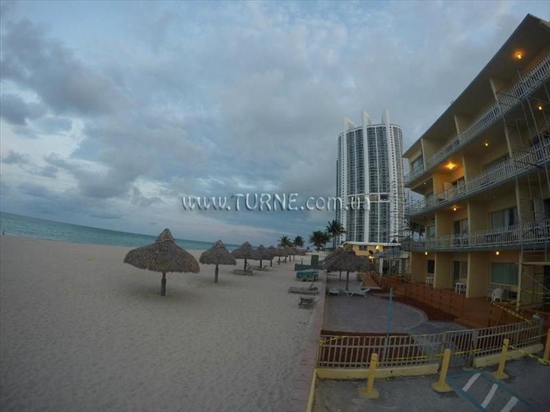 Фото Days Hotel Thunderbird Beach Resort США