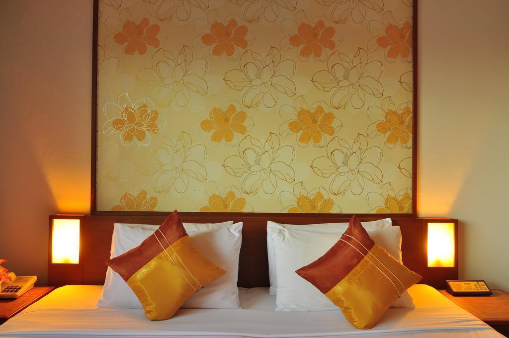 Фото Rattana Beach Hotel о. Пхукет