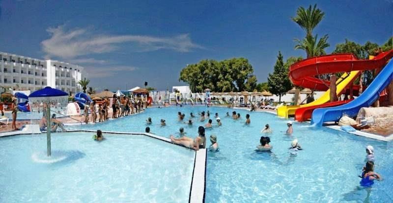 Daphne Club Skanes Beach