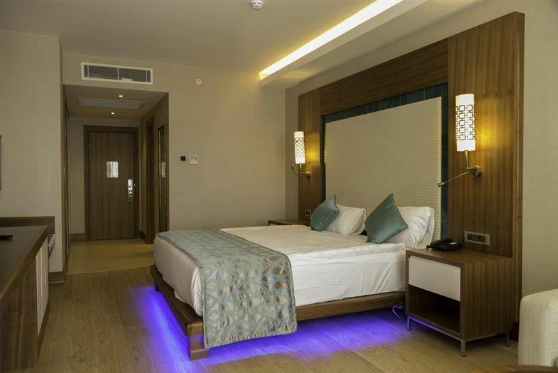 Фото Ramada Hotel & Suites Kusadasi 5*